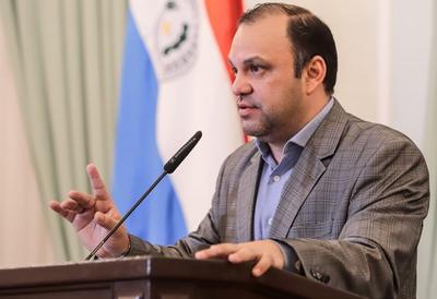 Ministro prohíbe a funcionarios cualquier tipo de coacción a familias de programas sociales