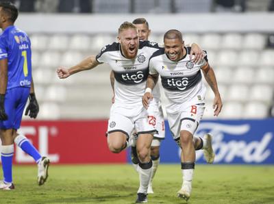 Olimpia golea y avanza en la Libertadores