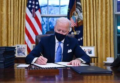 Biden pide a los servicios de inteligencia investigar los orígenes del coronavirus