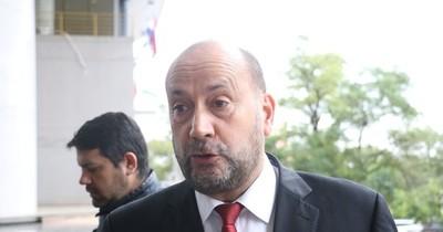La Nación / Prestar dinero en política es normal, dice senador Salomón
