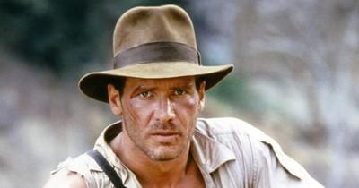 La Nación / Subastan sombrero de Indiana Jones y un androide de Star Wars