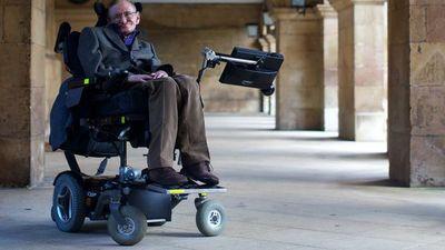 El archivo y la silla de Stephen Hawking se conservarán en museos