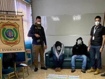 Agentes de la Senad detenidos por extorsionar a intendente de Cambyreta