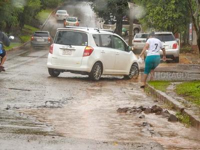 CALAMITOSO estado de calles y avenida de CDE ante INUTILIDAD de intendenta Perla de Cabral