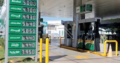 La Nación / Combustible: concejales de Asunción aceptaron veto y regirá la libre competencia en el mercado