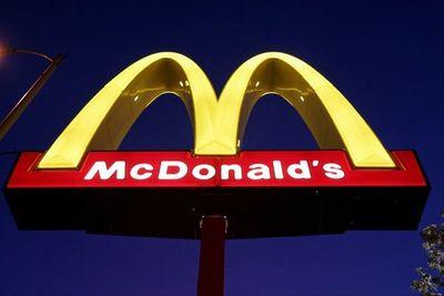 ¡Para motivarlos! McDonald's de Illinois regala iPhones a sus nuevos empleados
