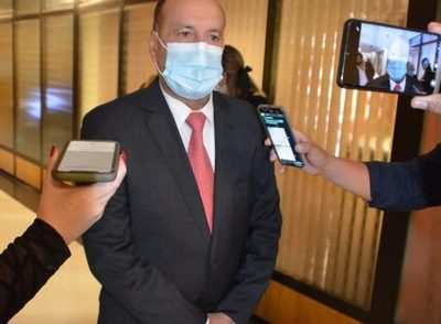 """Salomón acusa a Cartes de """"campaña sucia"""" para descomponer su imagen"""