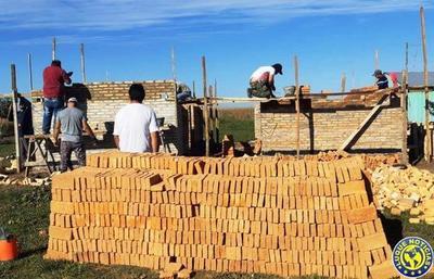 Ministerio reactiva la construcción de 42 viviendas sociales en Caazapá •