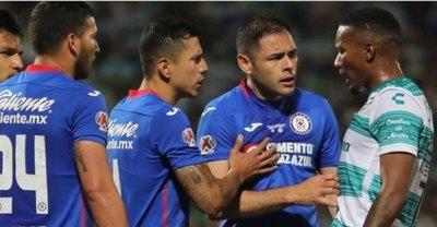 Aguilar y Escobar dan un paso hacia la gloria con el Cruz Azul