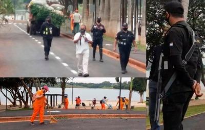 Prieto prohíbe ingreso a la Costanera y pone guardias armados en las calles