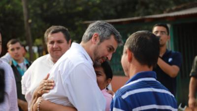 Abdo promulga pensión graciable para madre de Edelio Morínigo