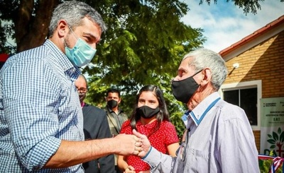 Presidente entrega viviendas sociales a 53 familias de Salto de Guairá