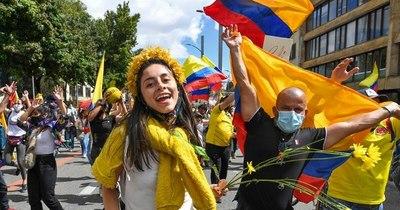 La Nación / Colombia cumple un mes de estallido social con miles en las calles y nuevas víctimas