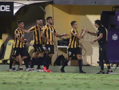 Gustavo Costas se despide de Guaraní con una gran victoria ante Cerro
