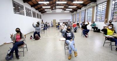 La Nación / Rinden 6 mil postulantes por 3.100 becas Itaipú-Becal