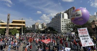La Nación / Nueva jornada de protestas callejeras contra Bolsonaro en Brasil