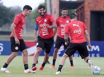La Albirroja entrena con miras a Uruguay y Brasil