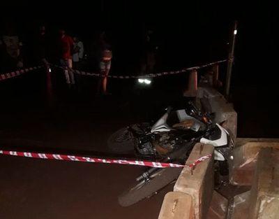 Motociclista muere al chocar contra bloque de concreto