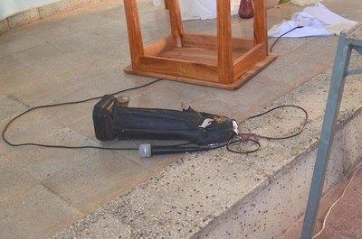 """Crónica / """"Satánicos"""" causaron destrozos en iglesia"""