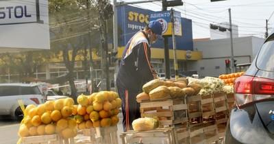 La Nación / Con la incertidumbre se está matando a la economía, afirman economistas