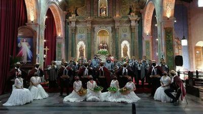 Música, danza e historia celebran a la  iglesia de la Trinidad