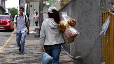 Empleo femenino el más afectado por sucesivas restricciones