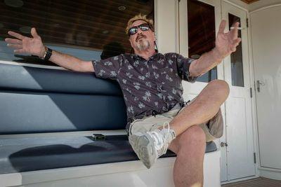 España estudia si entrega a EE. UU. a John McAfee, creador delantivirus