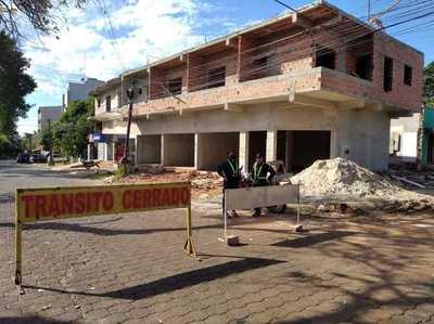 Intendente de CDE MANDA CERRAR nuevamente avenida donde se registró AGLOMERACION y MOQUETE