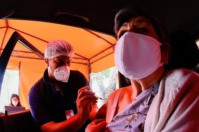 Bajísima convocatoria a adultos mayores para inmunizarse contra el Covid-19