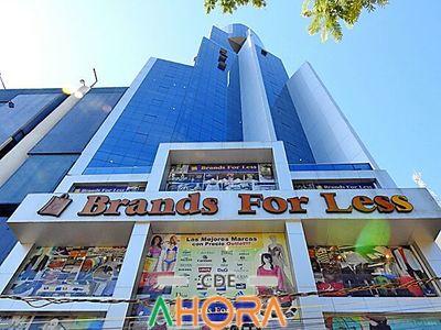"""Un  """"MONUMENTO""""  de  EVASORES: edificio de BRANDS FOR LESS"""