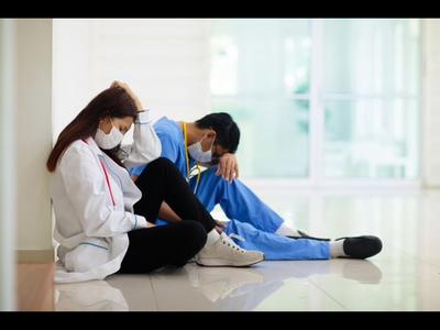 Diputados proponen reducción horaria de los médicos