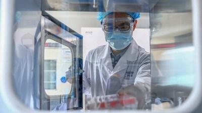 Un explosivo estudio afirma que los científicos chinos crearon el COVID