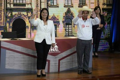 En último debate, Fujimori promete mucho gasto y Castillo apela a honestidad