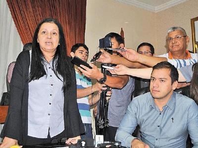 """Yolanda Paredes: """"Miguel despidió a zacariistas para llenar la Municipalidad con sus operadores"""""""