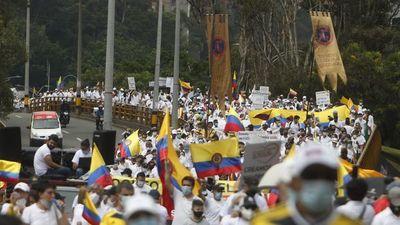 Marea blanca se moviliza contra las   protestas en  las calles de Colombia