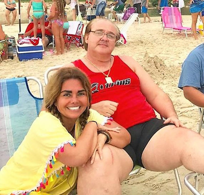 Gobernador MILLONARIO despidió a 40 trabajadores desde la playa