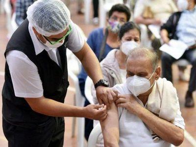 Hay casi 100.000 vacunas para nacidos hasta 1959