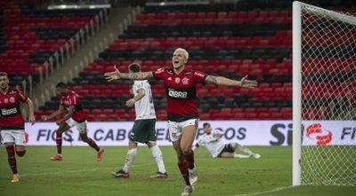 Flamengo vence a Palmeiras en duelo de favoritos en Brasil