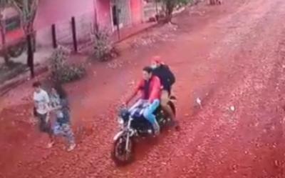 Motochorros asaltan a dos mujeres y roban celulares – Diario TNPRESS