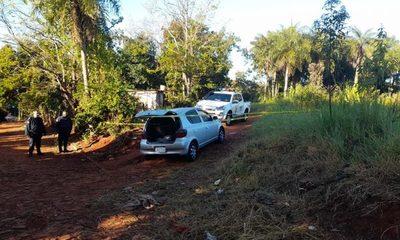 Delincuentes abandonan vehículo