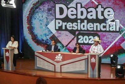 Keiko Fujimori y Pedro Castillo se enfrentaron en el último debate a una semana del ballotage en Perú
