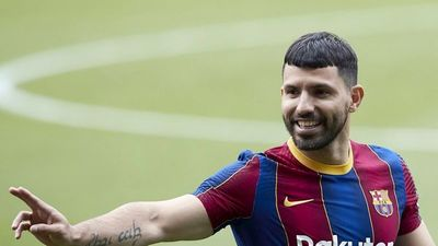 """Kun: """"Yo creo que Messi seguirá en el Barça; espero que sí"""""""