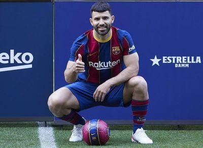 """'Kun' Agüero: """"Yo creo que Messi seguirá en el Barça; espero que sí"""""""