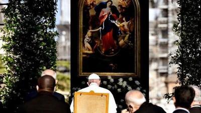 """El papa pide a la Virgen el fin de la pandemia y que desate sus """"nudos"""" – Prensa 5"""