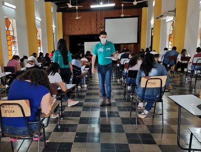 Becas Itaipú-Becal: porcentaje de aprobación por debajo del promedio histórico · Radio Monumental 1080 AM