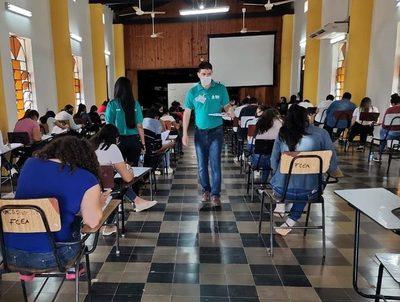Becas Itaipú-Becal: cae promedio histórico en porcentaje de aprobación · Radio Monumental 1080 AM