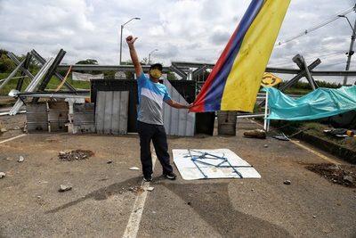 Acuerdan desbloquear puntos de la Vía Panamericana en el suroeste de Colombia