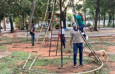 Trabajan en la recuperación del Parque Caballero de Asunción