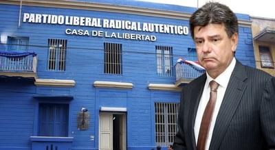 Fiscal pide juicio oral para Efraín Alegre por falsificar facturas