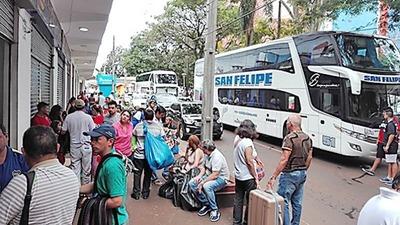 Turistas argentinos INVADIERON Ciudad del Este